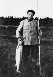 Skomester Hans Bache er en del af historien om lystfiskerforeningen. Han nåede at fange 100 laks i Skjern Å.